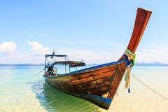 Barca tradizionale sulla spiaggia Fotografia Stock