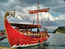 Barca turistica modellistica dopo la cambusa dell'odissea, Leucade fotografia stock libera da diritti
