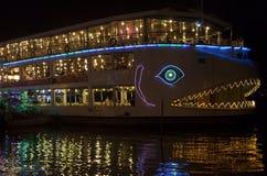 Barca turistica sul fiume Fotografie Stock Libere da Diritti