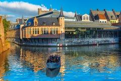 Barca turistica sul fiume Leie, Gand, Belgio Immagine Stock