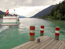 Barca turistica sul lago Fotografia Stock Libera da Diritti
