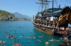 Barca turistica vicino a Kemer, Turchia Fotografia Stock