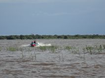 Barca in un lago Immagini Stock Libere da Diritti