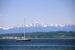 Barca a vela al parco di Richmond Beach Saltwater fotografia stock