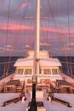 Barca a vela al tramonto, isole Maldive Fotografia Stock