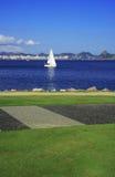 Barca a vela alla baia Fotografie Stock