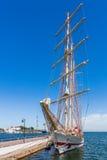 Barca a vela attraccata alla banchina Fotografia Stock