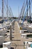 Barca a vela attraccata in un porticciolo Richmond California fotografie stock libere da diritti