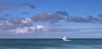 Barca a vela bianca immagini stock