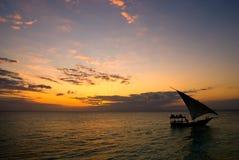 Barca a vela che ritorna immagini stock libere da diritti