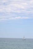 Barca a vela d'argento di lago Michigan Fotografia Stock Libera da Diritti