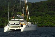 Barca a vela del catamarano Fotografie Stock Libere da Diritti