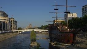 Barca a vela di legno di Skopje video d archivio