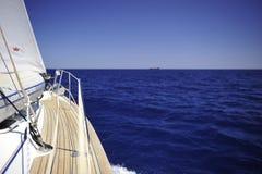 Barca a vela di navigazione da diporto Immagini Stock Libere da Diritti