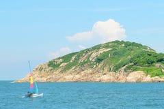 Barca a vela e fondo naturale del paesaggio Fotografia Stock Libera da Diritti