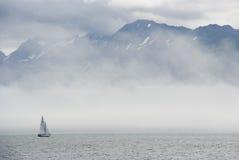 Barca a vela e nebbia Fotografia Stock Libera da Diritti