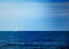 Barca a vela nel mare Fotografia Stock Libera da Diritti