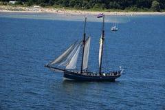 Barca a vela nel mare Kiel Germany vicino Immagini Stock Libere da Diritti