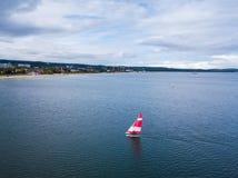 Barca a vela nel porto fotografie stock libere da diritti
