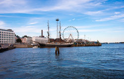 Barca a vela nel porto di Helsinki immagini stock libere da diritti