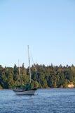 Barca a vela nel porto di Vashon Island Immagini Stock