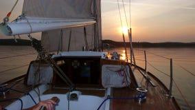Barca a vela nel tramonto Immagine Stock