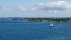 Barca a vela nell'arcipelago Immagine Stock