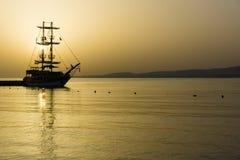 Barca a vela nella baia Fotografia Stock