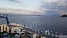 Barca a vela in oceano Immagine Stock