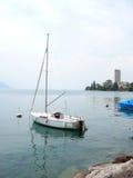 Barca a vela sul lago Ginevra fotografia stock libera da diritti