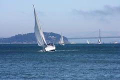 Barca a vela sul ocan Immagini Stock Libere da Diritti