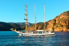 Barca a vela sul vedere immagine stock