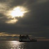 A barca velha antes da tempestade. Fotos de Stock Royalty Free