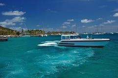 Barca vicino al molo dell'isola del sindacato Immagini Stock Libere da Diritti