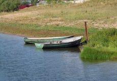 Barca vicino al puntello Fotografia Stock Libera da Diritti