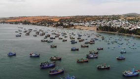 Barca vietnamita tradizionale nel canestro a forma di al paesino di pescatori, Binh Thuan, Vietnam video d archivio