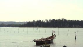 Barca vuota sulle onde stock footage