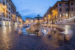 Barcaccia fontanna w piazza Di Spagna nocą, Rzym Zdjęcie Stock