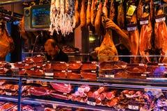 Barcellona, Ισπανία στις 8 Σεπτεμβρίου 2018: Αγορά Λα Boqueria το iberico jamon στοκ φωτογραφίες