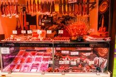 Barcellona, Ισπανία στις 8 Σεπτεμβρίου 2018: Αγορά Λα Boqueria το iberico jamon στοκ φωτογραφία με δικαίωμα ελεύθερης χρήσης