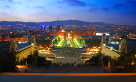 Barcellona alla notte fotografia stock libera da diritti