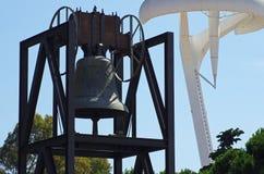 Barcellona - campana olimpica con Torre Calatrava Immagine Stock
