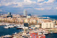 Barcellona dal babordo nel giorno nuvoloso fotografia stock