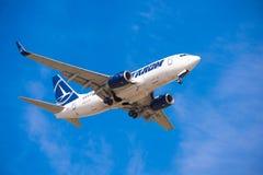 BARCELLONA, SPAGNA - 20 AGOSTO 2016: Tarom arriva all'aeroporto nei termini Copi lo spazio per testo Fotografia Stock