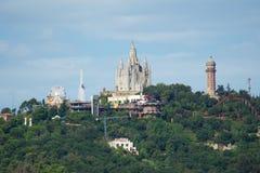 BARCELLONA, SPAGNA - 30 agosto 2017: Vista panoramica della montagna di Tibidabo della città nella distanza lontana dai bunker de Fotografia Stock Libera da Diritti