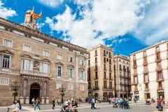 Barcellona, Spagna - 17 aprile 2016: Comune su Placa de Sant Jaume Il palazzo Generalitat di Palau Immagini Stock Libere da Diritti
