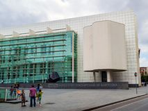 Barcellona, Spagna - 24 giugno 2013: Facciata del museo di Art Contemporani de Barcelona del ` di MACBA Museu d nella vecchia cit immagini stock