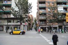 Barcellona, Spagna - 8 novembre 2017: Via di Barcellona, paesaggio della strada di Catalunya, Spagna Barcelo fotografia stock libera da diritti