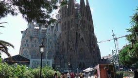 Barcellona, Spagna settembre 2018 Passeggiata leggera di estate sulla vacanza a Sagrada Familia in Spagna Grande romano non finit stock footage