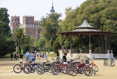 BARCELLONA, SPAGNA - 26 SETTEMBRE 2014: Vada in bicicletta il parcheggio in Parc de la Ciutadella a Barcellona, Spagna Immagine Stock Libera da Diritti